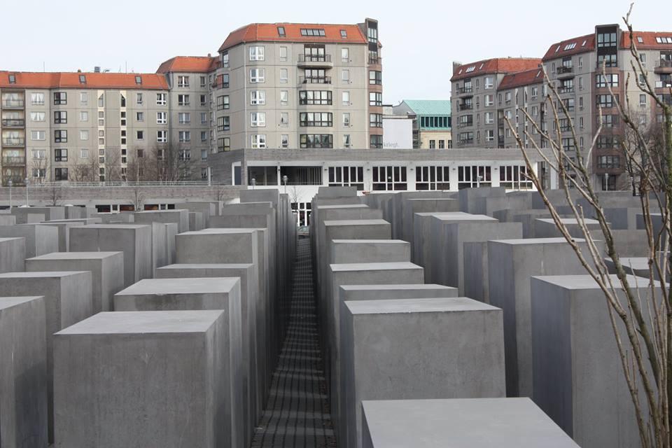 Berlin.Betonblöcke.jpg