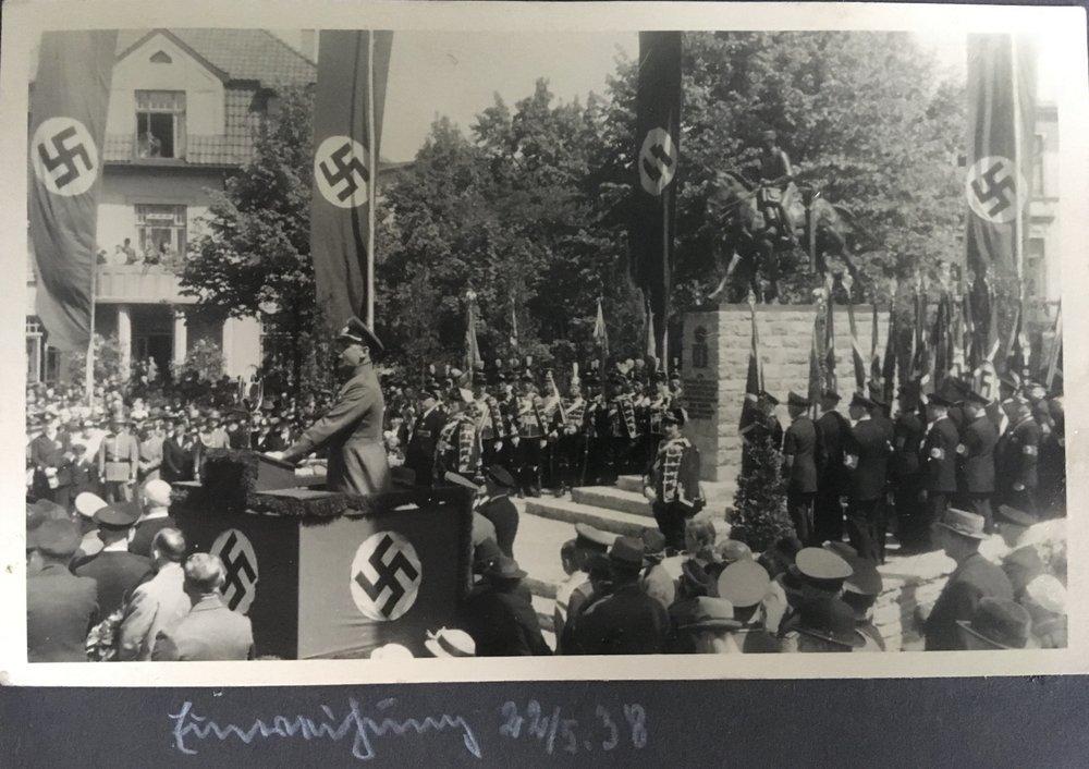 TeixeiraOnthulling 1938.jpg