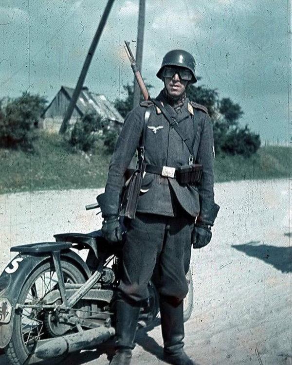 luftwaffe dispatch rider motorcycle german.jpg