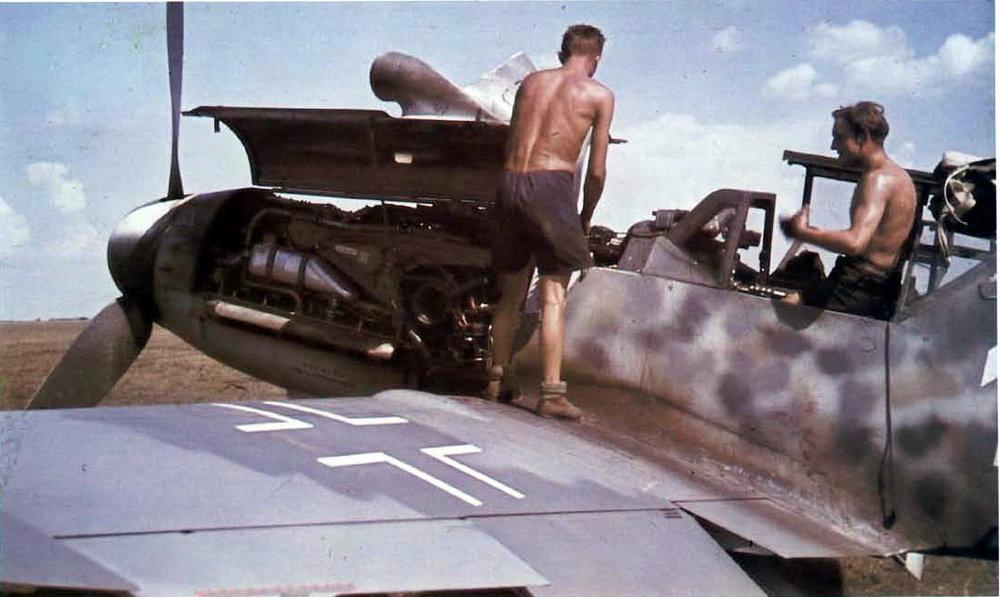 color german fighter jg 52 maintenance bf 109 ground crew.jpg