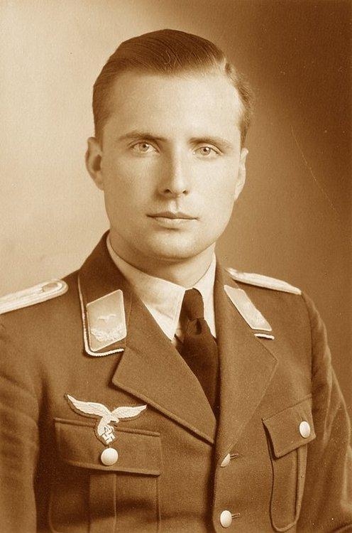 Portret 1939 cropped.jpg