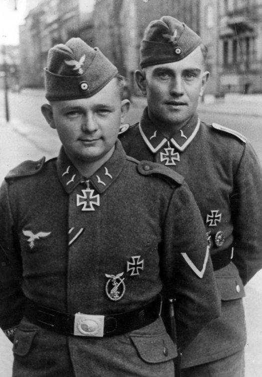 Arnold-Huebner-Erich-Heintze-Luftwaffe-knights-cross-recipients-flak-anti-aircraft-soldiers-crew.jpg