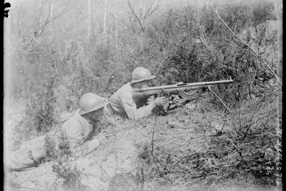 Contemporary-photo-of-the-Chauchat-in-action.jpg
