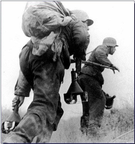 german-soldiers-magnetic-mines-ww2.jpg