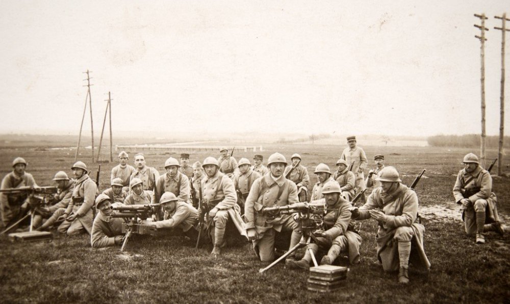 M1916-and-hotchkiss.jpg
