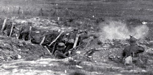 german_9-t-gewehr-training-against-a7vs-in-distance.jpg