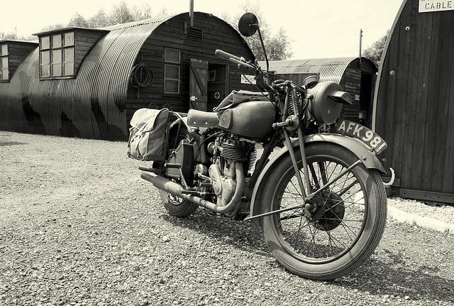 d4a73c809e6a45259ebe6a455ff52505--vintage-bikes-military-vehicles[1].jpg