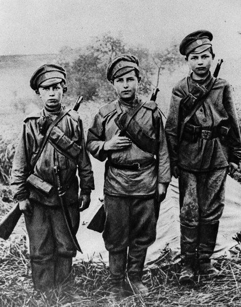 e688f5159d7453b27267a24d980993d6--russian-revolution-soldiers.jpg