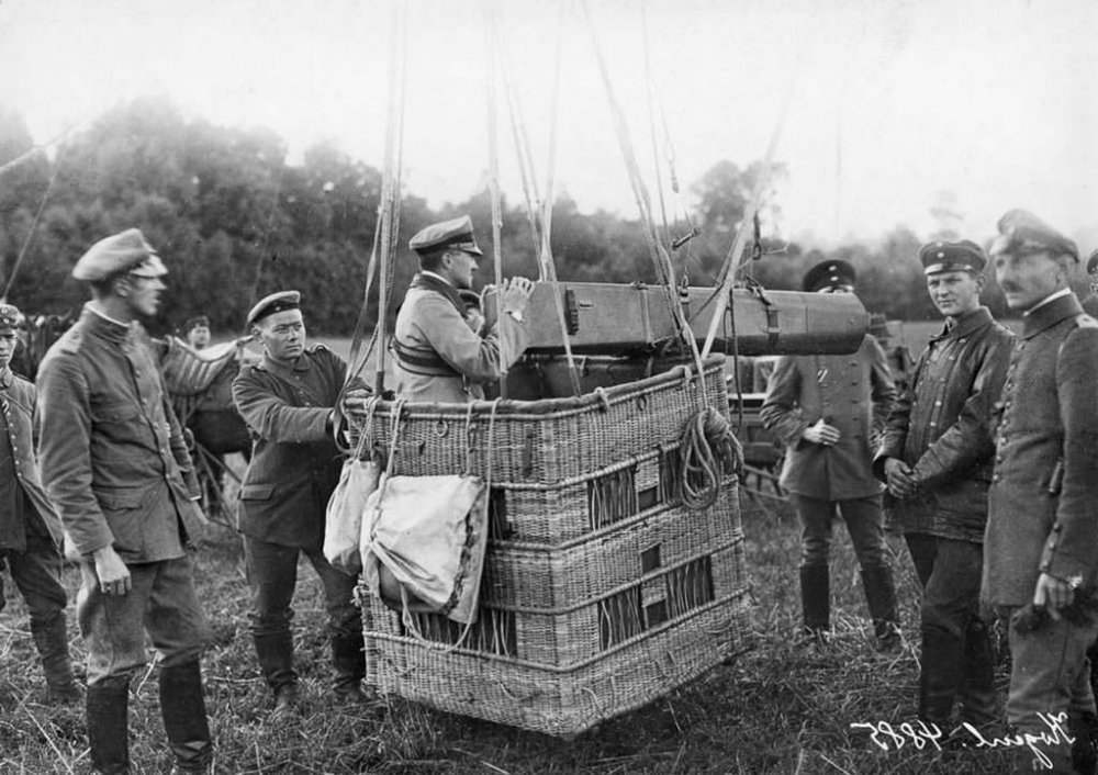 Military_Observation_Balloons_WWI_9.jpg