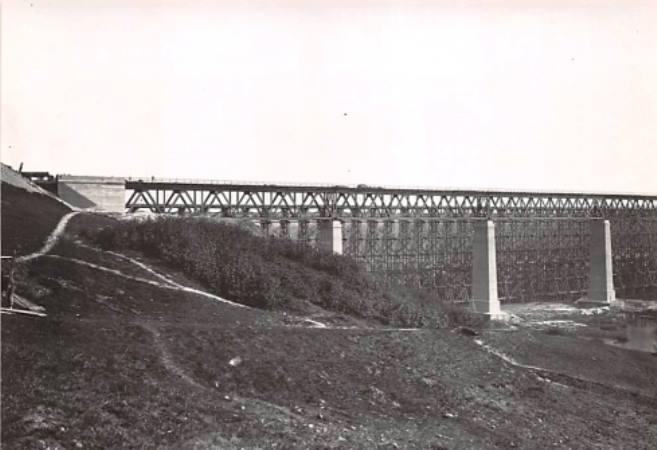 Naujasis ir medinis geležinkelio tiltai per Dubysą Lyduvėnuose apie 1917-1918 m..jpg