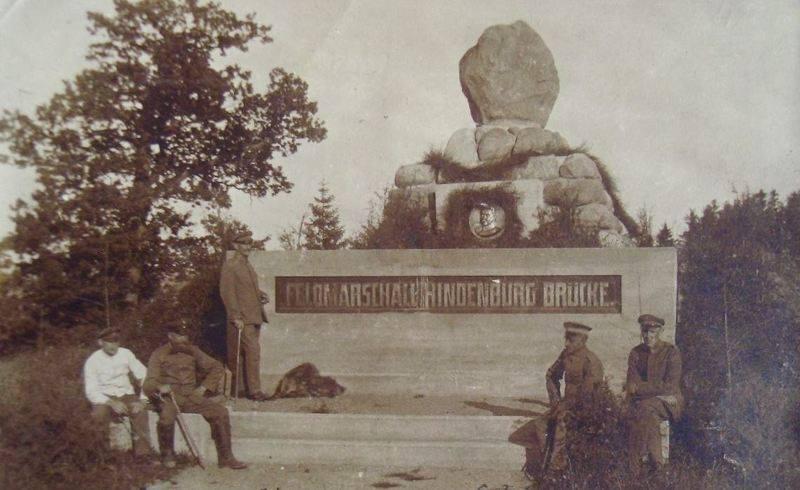 Paminklas Hindenburgo tiltui Lyduvėnuose 1917 m..jpg